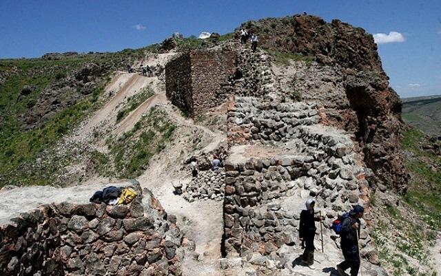تپه باستانی آناهیتا شهر سرعین