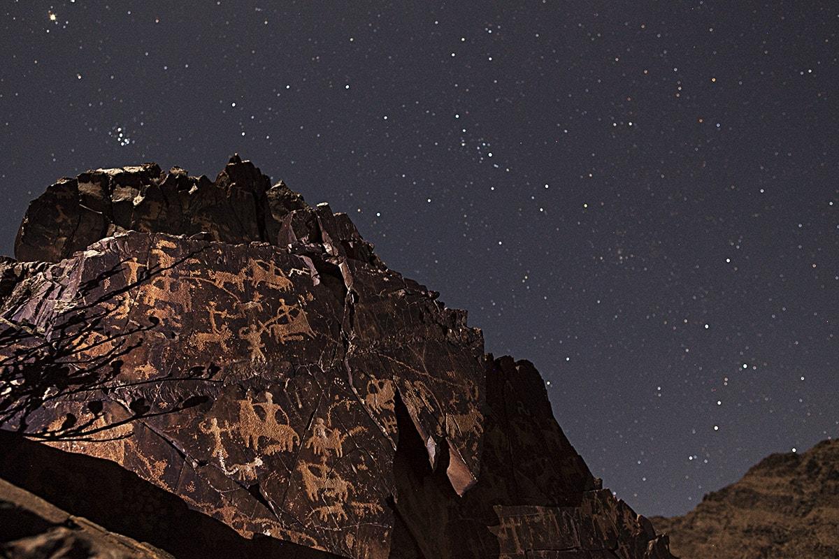 سنگ نگاره های کوه ارنان ،جاذبه های گردشگری و دیدنی استان یزد