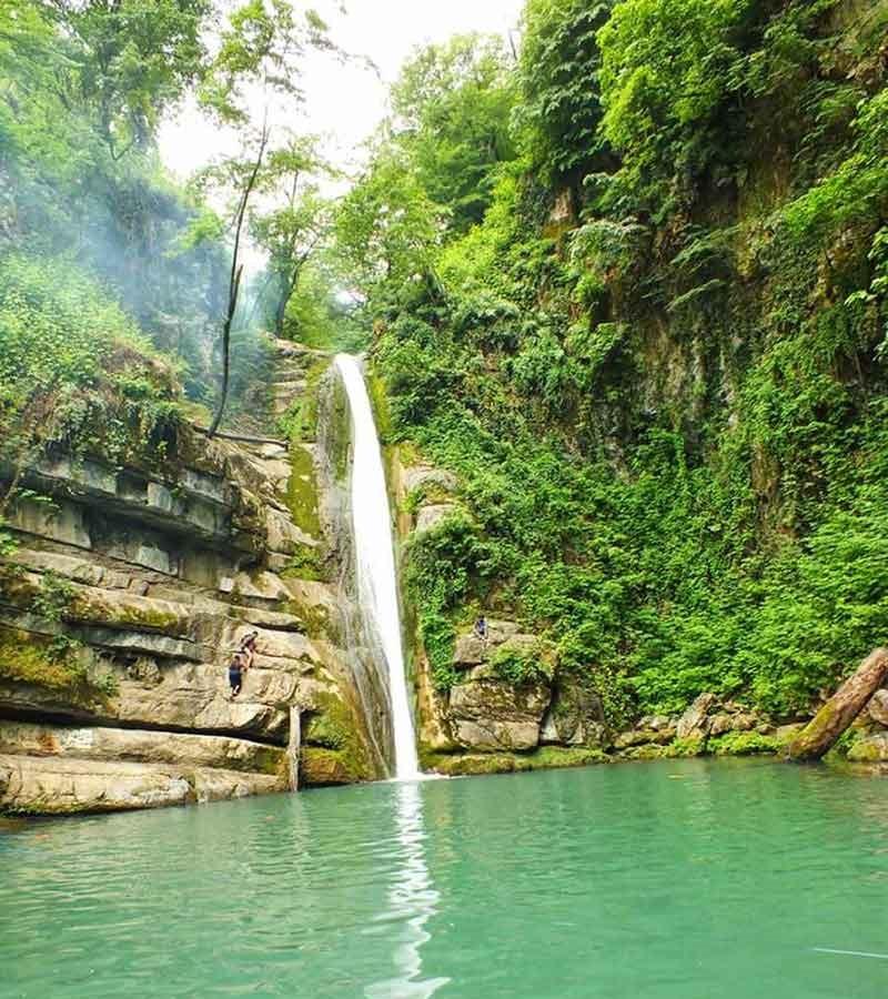 آبشار و چشمه های پارک ناهارخوران