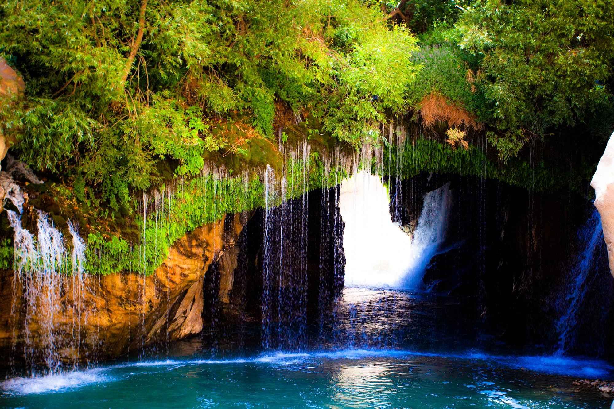 آبشار قه لوه زه روستای نگل