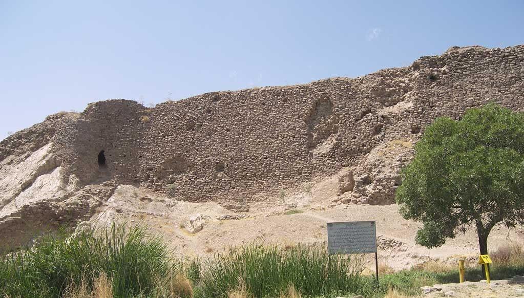 قلعه تاریخی گلخندان یا دژ ساسانی هفت دختر بومهن؛ رودهن | جاذبه های دیدنی و گردشگری رودهن