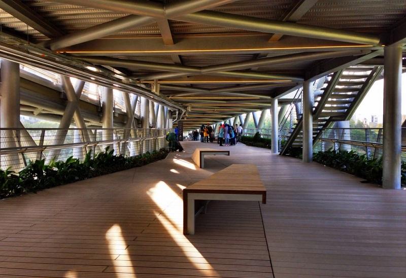 طبقه اول پل طبیعت تهران