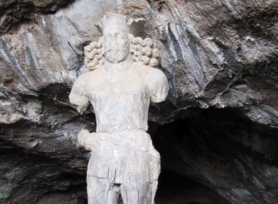 غار تاريخی بيشاپور کازرون