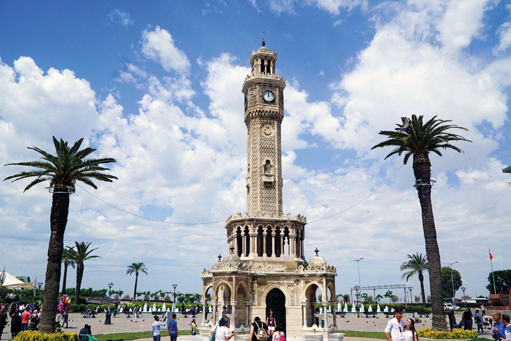 میدان کوناک ازمیر ترکیه