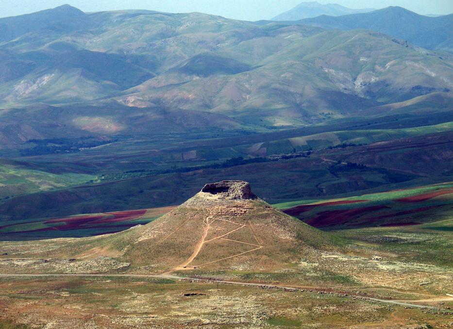 کوه زندان | تخت سلیمان